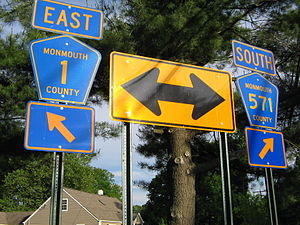 County Route 571 (New Jersey) - Signs for CR 571 at CR 1 intersection in Millstone Township