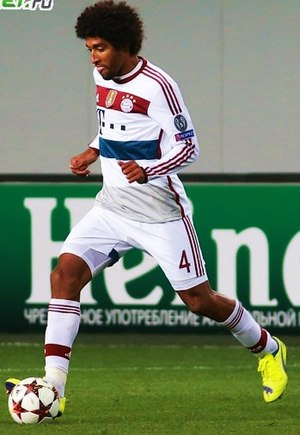 Dante (footballer) - Dante playing in the UEFA Champions League with Bayern Munich in 2014