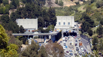 Caldecott Tunnel - The Caldecott Tunnel, western end, before the construction of the fourth bore