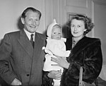 Cam Malfroy with family 1951.jpg