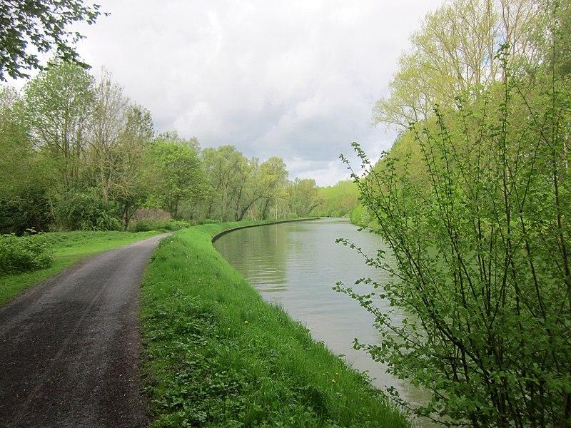Canal de Saint-Quentin, near Fontaine-lès-Clercs