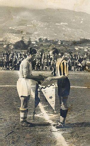 CD Tenerife - Image: Capitães trocando galhardetes Antigo Campo dos Barreiros, 1925