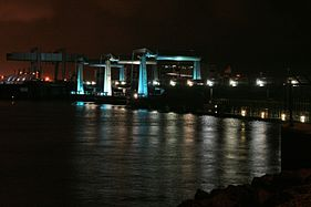 Cardiff Barrage Night (2991776503).jpg