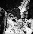 Cascade de Juzet en hiver, Luchon (environs) (12611736264).jpg
