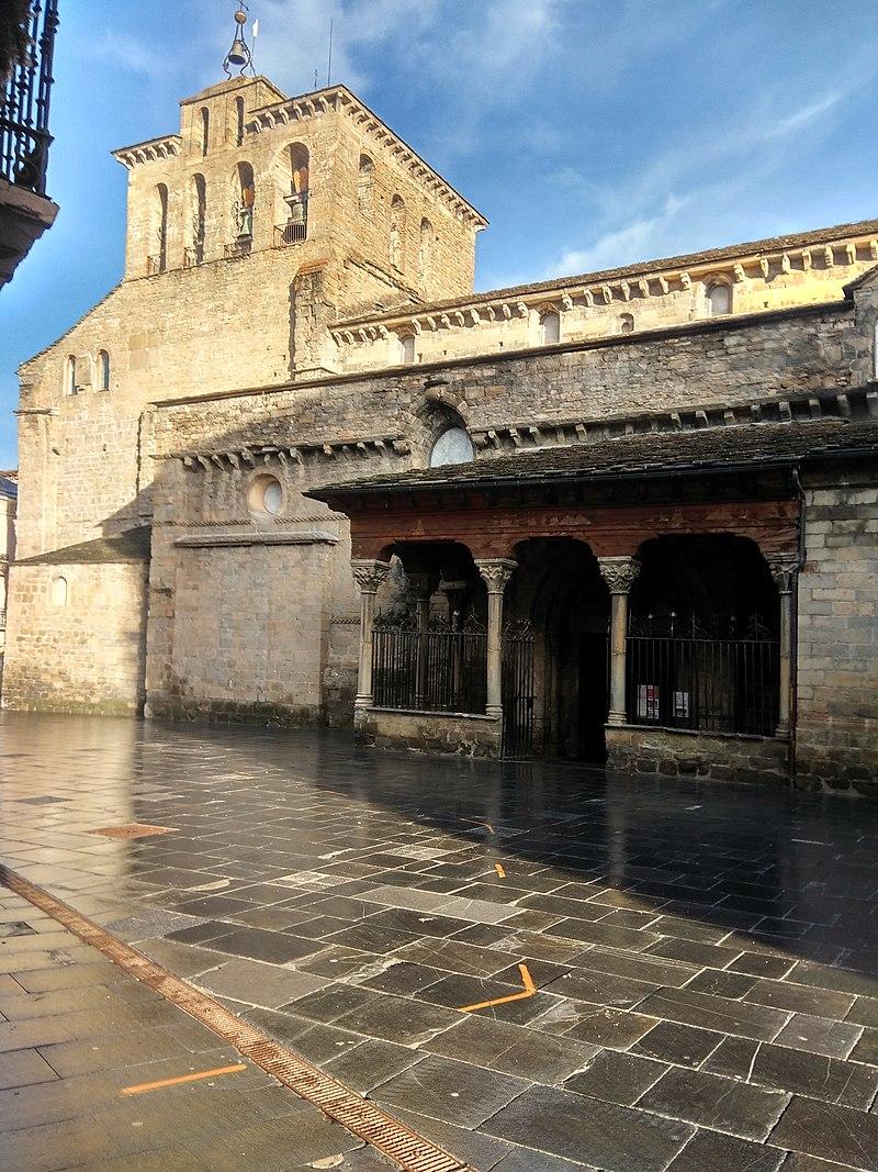 Catedral de Jaca. Exterior sur.jpg