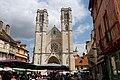 Cathédrale Saint-Vincent, Chalon-sur-Saône - View from Place du Marché.JPG