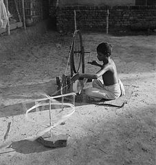 Cecil Beaton Photographs - General, IB1793 - Bengali boy using a spinning wheel (India, 1944).jpg