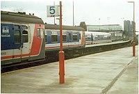 =Charing Cross stacidomo, kiam Reto Suda Orienta plibonigis la fervojojn en la Suda Orienta de Anglio.