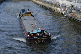 Péniche (barge) type of ship
