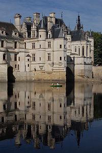 200px-Chateau_de_Chenonceau_reflection.jpg