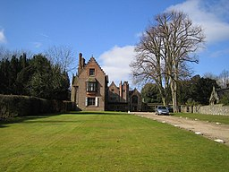 Chenies - The Manor House - geograph.org.uk - 139226.jpg