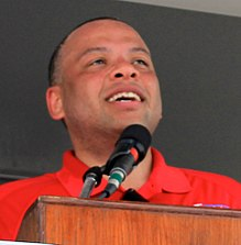 Chicago City Treasurer Kurt Summers at the Bud Billiken Parade 2015 (20242007619) (cropped).jpg