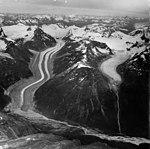 Chilkat Glacier, valley glacier with large moraines, August 30, 1964 (GLACIERS 5266).jpg