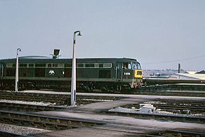 Class 53 Brush Type 4 D0280 'Falcon' Bristol Temple Meads c1965 (9922334245).jpg