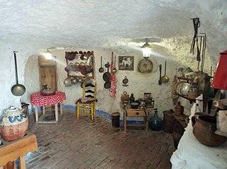 File cocina gitana reconstituida en el museo cuevas del - Cocinas el barco granada ...