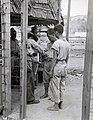 Collectie NMvWereldculturen, TM-60042231, Foto- Twee Japanese gevangen, Arso (Nieuw-Guinea), 1945-1950.jpg