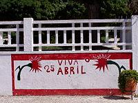 Mural na Chamusca, com uma dedicatória ao 25 de Abril