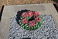 Couronne de fleurs en céramique au cimetière de l'église Saint-Sauveur de Saint-Sauveur-Marville le 3 septembre 2014 - 2.jpg