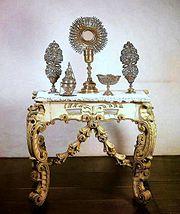 Credência de altar com objetos litúrgicos, século XVIII
