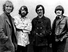 Creedence Clearwater Revival in 1968. Van links naar rechts: Tom Fogerty, Doug Clifford, Stu Cook en John Fogerty.