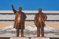 DPRK - Gran Monumento de Mansudae (26056686337).png