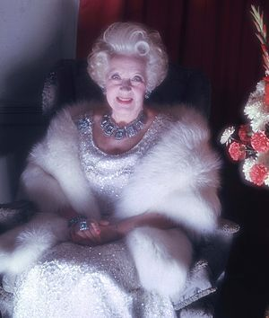 Barbara Cartland - Image: Dame Barbara Cartland Allan Warren