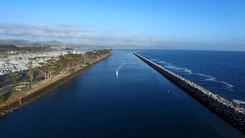 Податотека:Dana Point aerial video by D Ramey Logan.webm