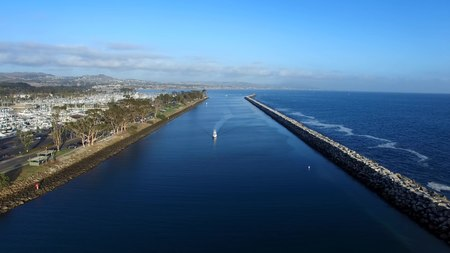 File:Dana Point aerial video by D Ramey Logan.webm