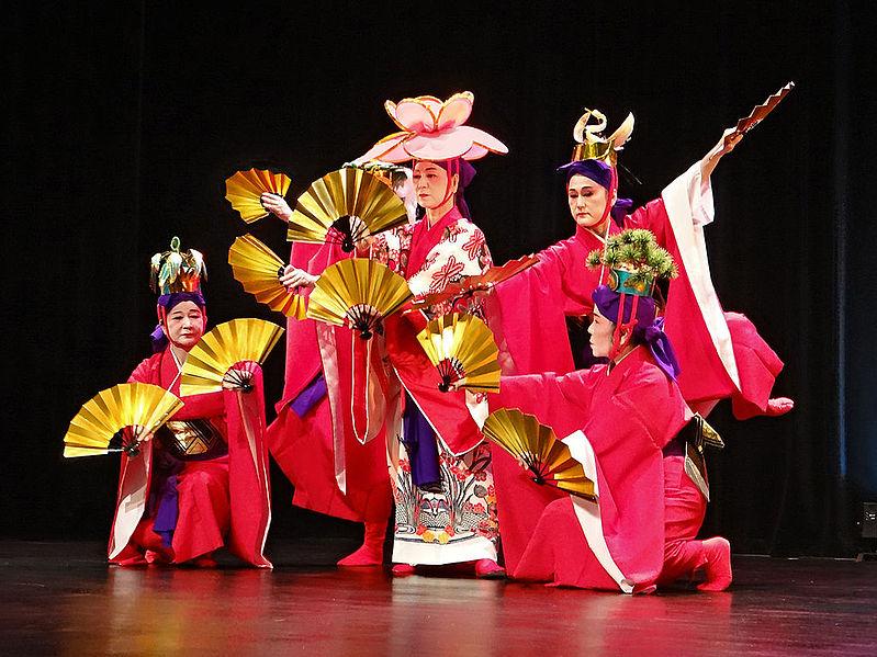 ファイル:Danses d'Okinawa (musée Guimet, Paris) (11152072573).jpg