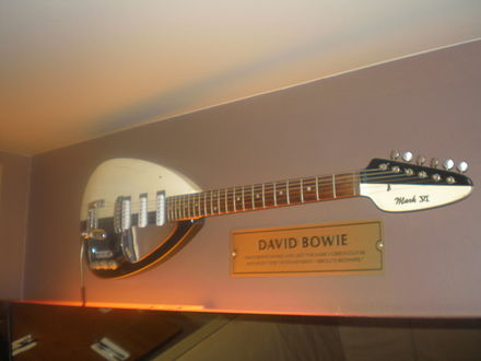 Bowie's Vox Mark VI guitar in the Hard Rock Cafe, Warsaw, Poland David Bowie's Vox Mark VI guitar, HRC Warsaw.jpg