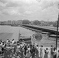De Koningin Emmabrug gezien vanaf Punda in Willemstad op Curaçao. De pontonbrug , Bestanddeelnr 252-7236.jpg