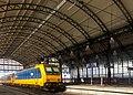 Den Haag, Station Den Haag Hollands Spoor wegrijdende trein met perronoverkapping RM407999 foto9 2017-09-24 10.46.jpg