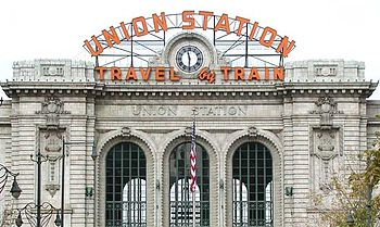 English: Front exterior of Union Station in do...