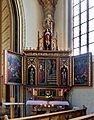 Der rechte Seitenaltar in der Bergkirche.jpg