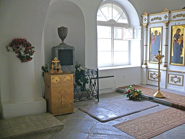 http://upload.wikimedia.org/wikipedia/commons/thumb/e/ee/Derzhavin_grave_1.jpg/640px-Derzhavin_grave_1.jpg?uselang=ru