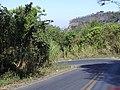 Descida da Serra de Itaqueri, vendo a mostra da separação África-América - panoramio.jpg