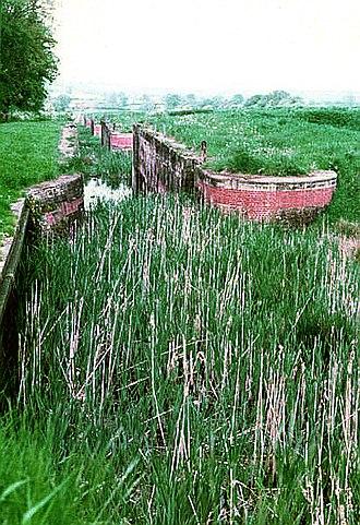 Caen Hill Locks - Image: Devizeslockspreresot oration