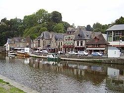 La ville-basse, sur les rives de la Rance.