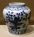 Dinastia ming, vaso con pavoni, giardino roccioso e fogliame, 1522-66.jpg