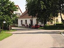 Dlouhé Pole, zápraží domu čp. 13 (001).JPG