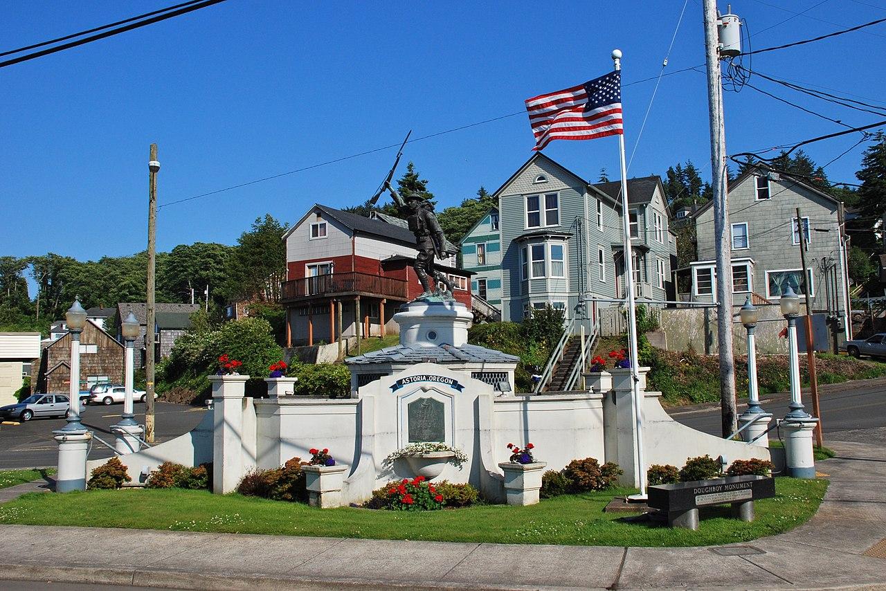 File Doughboy Monument Astoria Oregon Jpg Wikimedia