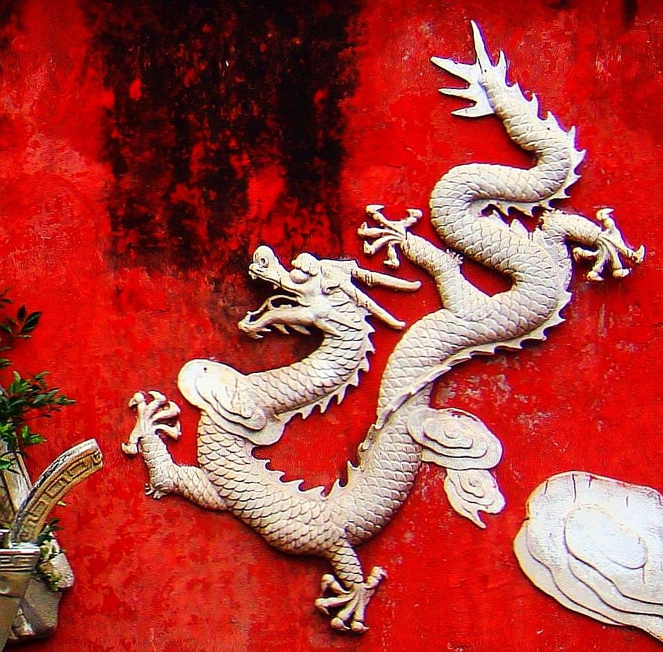 Dragon on a wall in Haikou - 01