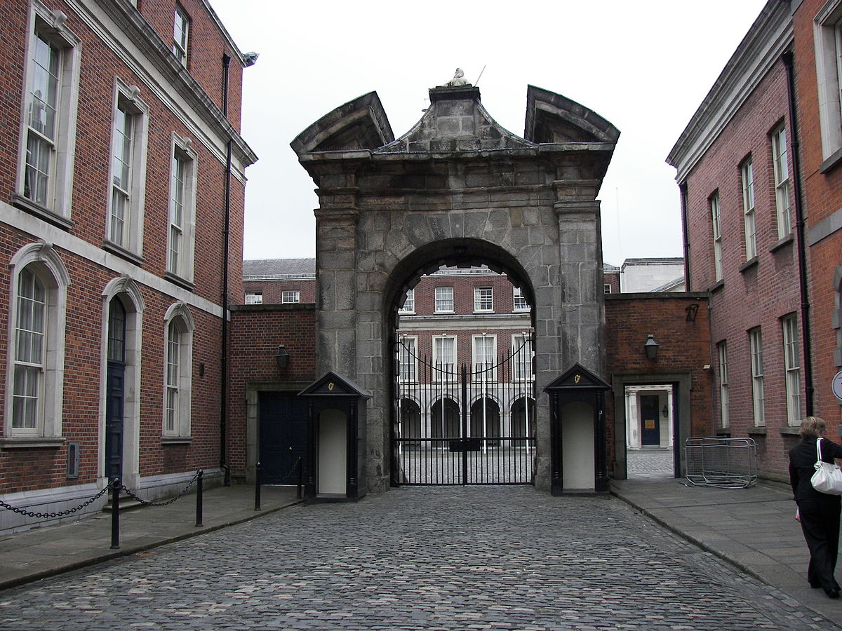 Dublin Castle entrance 2.jpg