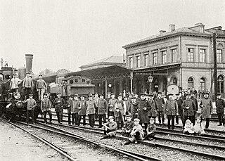 https://upload.wikimedia.org/wikipedia/commons/thumb/e/ee/Einweihung_Koenigsteiner_Bahn_1902.jpg/320px-Einweihung_Koenigsteiner_Bahn_1902.jpg