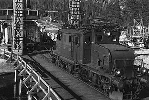 NSB El 1 - El 1 loading SF ''Ammonia'' on the Rjukan Line in the 1940s