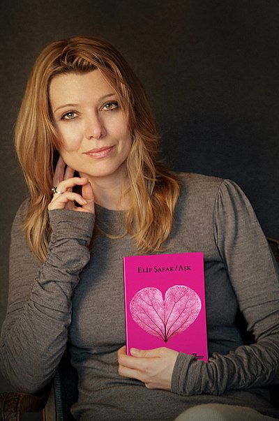 Picture of a book: The Forty Rules Of Love