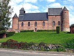 Esquéhéries église fortifiée 1.jpg