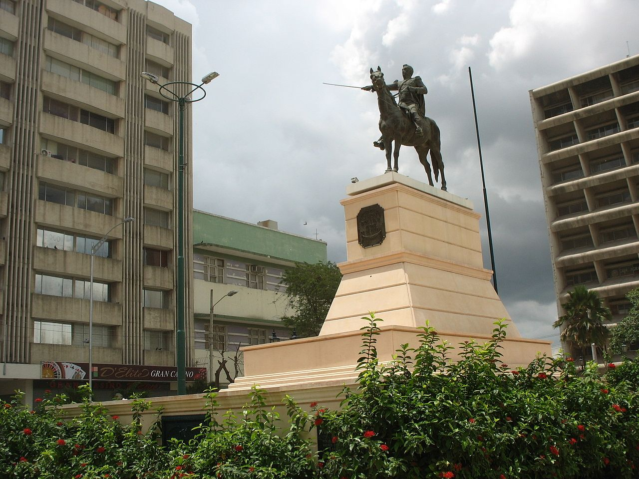 مجسمه بولیوار، بارانکیلا، کلمبیا.