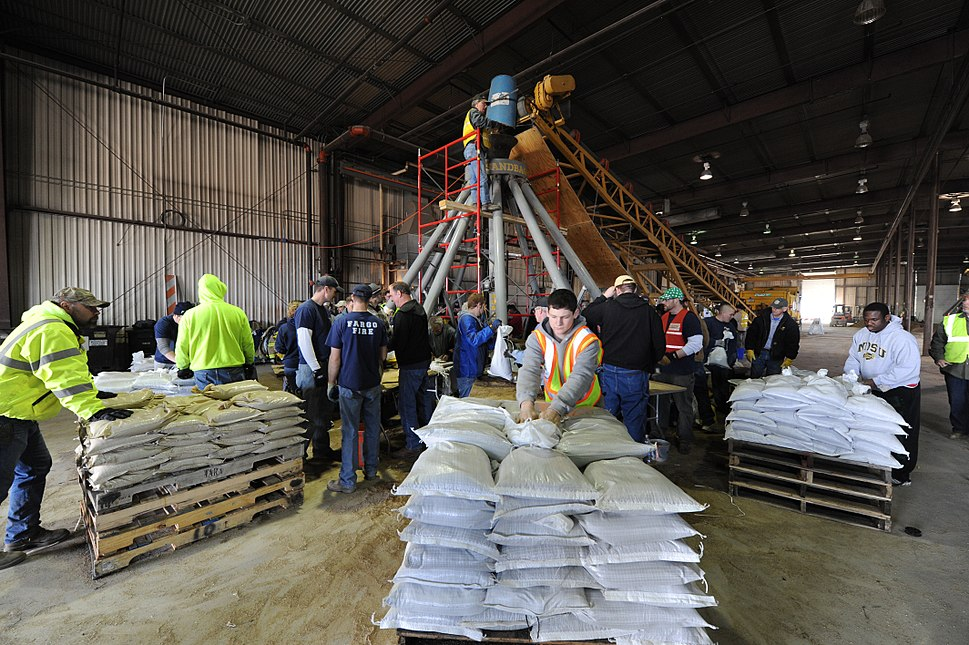 FEMA - 43193 - Sandbag filling operation in North Dakota