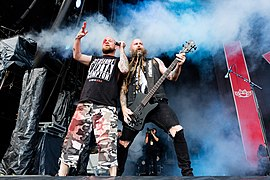 Ivan Moody (links) mit Bassist Chris Kael, 2017